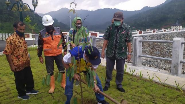 Sabuk Hijau Bendungan Tukul Pacitan Seluas Hampir 2.500 Ha Ditanami Pohon Buah, Warga Peroleh Manfaat Ekonomi